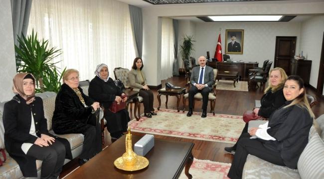 AK PARTİ KADIN KOLLARINDAN VALİ MERAL'E ZİYARET