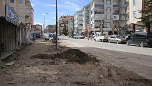 MOLLA FENARİ CADDESİ'NDE KALDIRIMLAR YENİLENİYOR