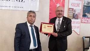 BAŞKANSAMUR'A KAMU – DER'DEN 'YILIN BELEDİYE BAŞKANI' ÖDÜLÜ