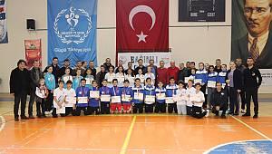 Badminton çeyrek final müsabakaları sona erdi