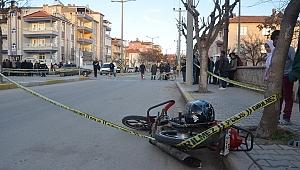 Karaman'da Motosikletle Otomobil Çarpıştı: 1'i Ağır 2 Yaralı