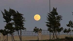 Karaman'da yılın ilk süper ayı göründü