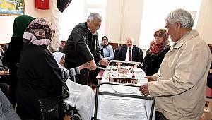 105. yaş gününü Vali ve Eşi ile kutladı