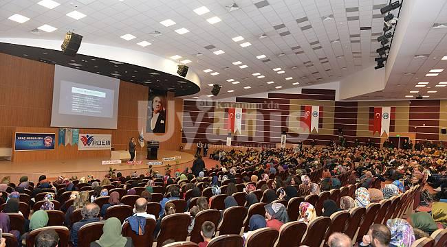 KMÜ'de duyarlı gençlik konferansı