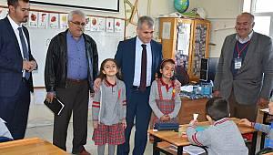 Kurt Kılbasan'daki öğrencileri ziyaret etti