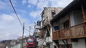 Tehlike saçan binalar yıkılıyor