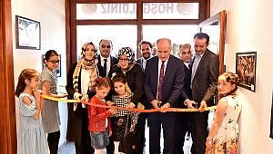 """""""Türkiye'de Çocuk Olmak"""" sergisi açıldı"""