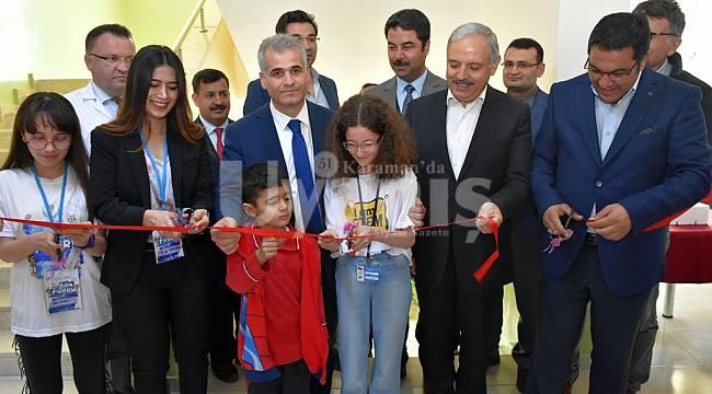 Karaman'da TÜBİTAK 4006 bilim fuarları devam ediyor