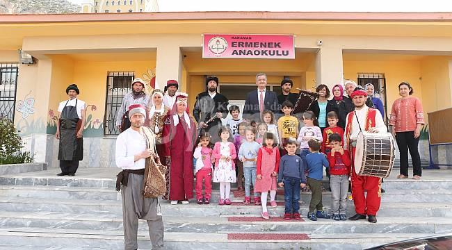 Karamanoğlu Mehmet Bey çat kapı sürprizler yaptı
