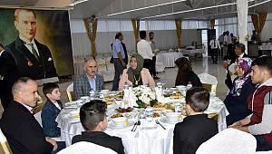 Koruyucu aileler iftar yemeğinde buluştu