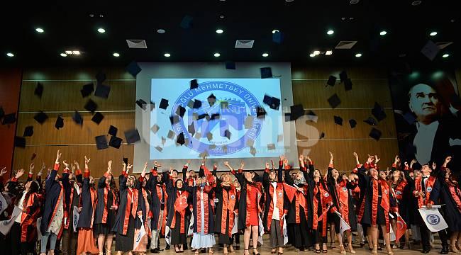 Sağlık Bilimleri Fakültesi'nde mezuniyet coşkusu