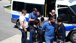 Adliyeye sevk edilen 3 kişiden 2'si tutuklandı