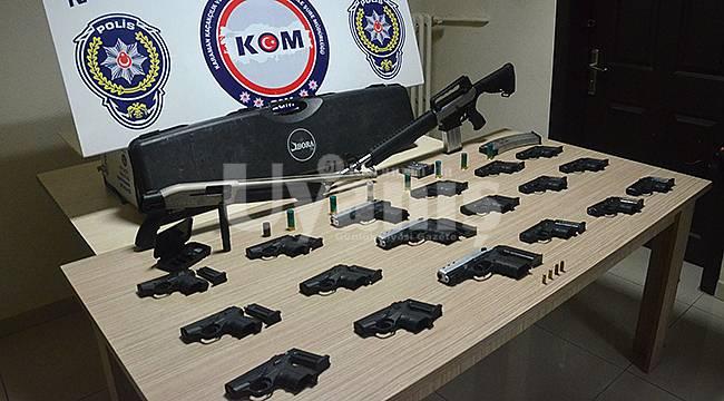 Karaman'da çok sayıda tabanca ele geçirildi