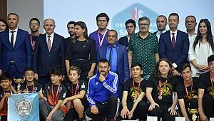 Satrançta birinciler ödüllendirildi