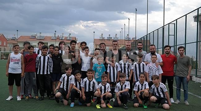 Sertan Eser Futbol Okulunu ziyaret etti