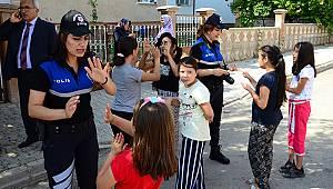 Karaman'da polisler çocuklarla oyun oynadı