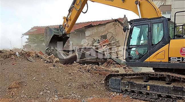 Karaman'da metruk binalar yıkılıyor
