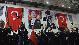 Karaman'da polislerin mezuniyet sevinci