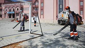 Karaman'da okul bahçeleri temizlendi