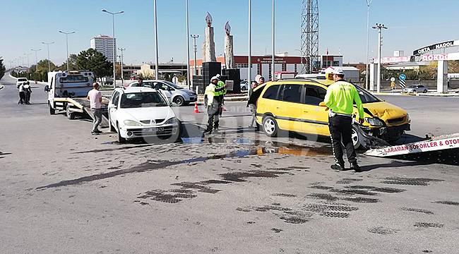 Karaman'da iki otomobil çarpıştı: 8 yaralı