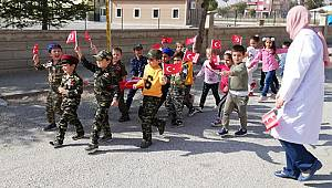 Öğrencilerden Askerlere Destek