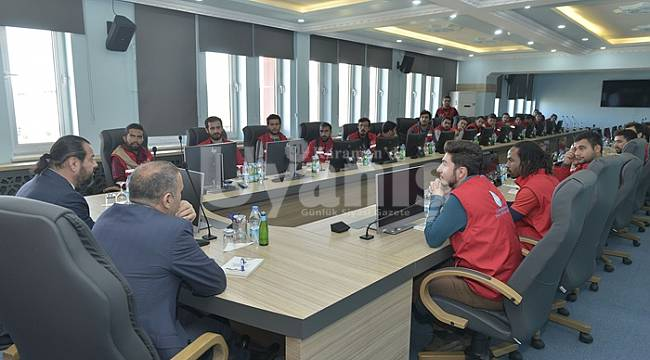 Damla Projesi Gönüllüleri Rektör Akgül'ü Ziyaret Etti