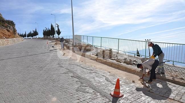 Ermenek'te yol ve kaldırım bakım çalışmaları sürüyor