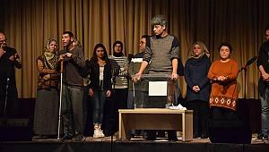 Karaman'da Engelsiz Sahne Adlı Tiyatro Sahnelendi