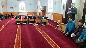 Karaman'da Genç Hatipler Minberde
