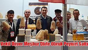 Ünver, Türkiye Kooperatifler Fuarı'nda Meşhur Divle Obruk Peyniri Sattı