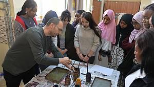 Yabancı uyruklu öğrenciler 'Ebru' ile tanıştı