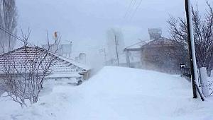 Karaman'da bu köy yolu kardan kapandı