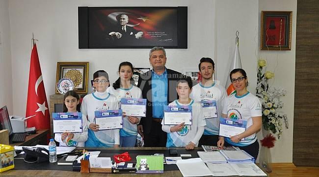 Başkan Zorlu kahramanlara belgelerini verdi