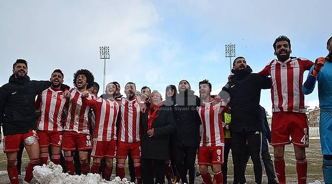 Karaman Belediyespor Şampiyonluğa Oynuyor