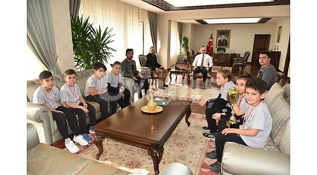 Karaman Beşiktaş Futbol Okulundan Vali Meral'e ziyaret