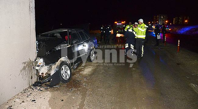 Karaman'da Otomobil Üst Geçidin Beton Duvarına Çarptı