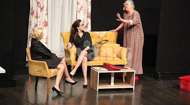 Etekler ve Pantolonlar Tiyatro Oyunu Yarın Karaman'da