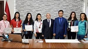 Genç Kızlarından Badmintonda Türkiye Derecesi