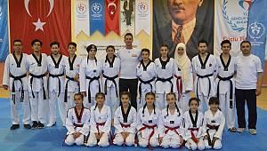 Karamanlı Taekwondocular evde antrenman yapıyor