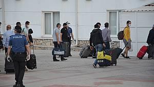 Yurt dışından gelenler artık yurtlarda karantinaya alınmayacak
