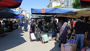 Karaman'da Semt Pazarında Yoğunluk Devam Ediyor