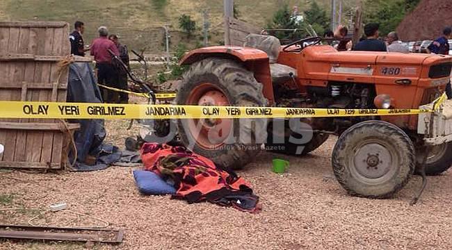 Traktörle çapa motoru arasına sıkışarak can verdi