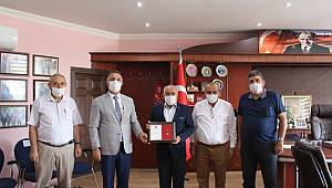 Esnaf Odaları Birliğine Madalya ve Teşekkür Belgesi