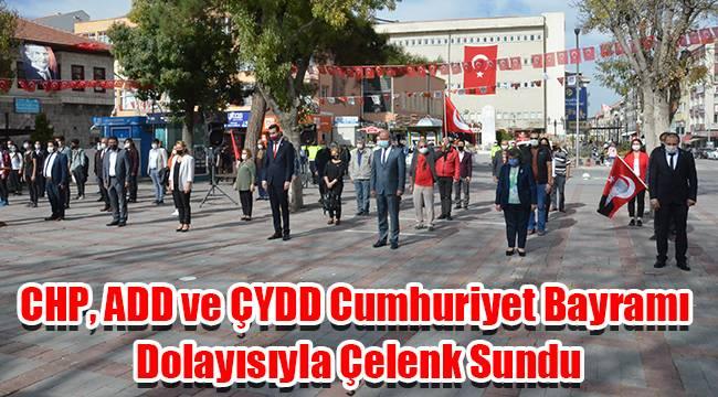 CHP, ADD ve ÇYDD Cumhuriyet Bayramı dolayısıyla çelenk sundu