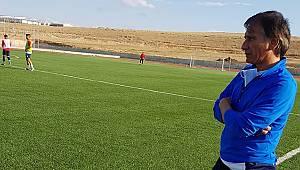 Karaman Belediyespor teknik direktör Nasuh Aköz ile yollarını ayırdı