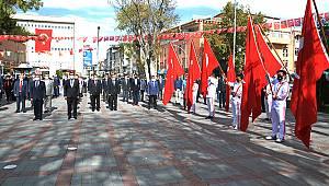 Karaman'da çelenk sunma töreni düzenlendi