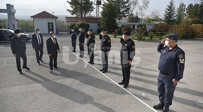 Vali Işık İl Jandarma Komutanlığını ziyaret etti