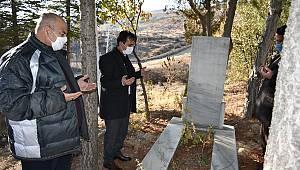 Karamanlı Şehit Öğretmen Hamza Çetin mezarı başında dualarla anıldı