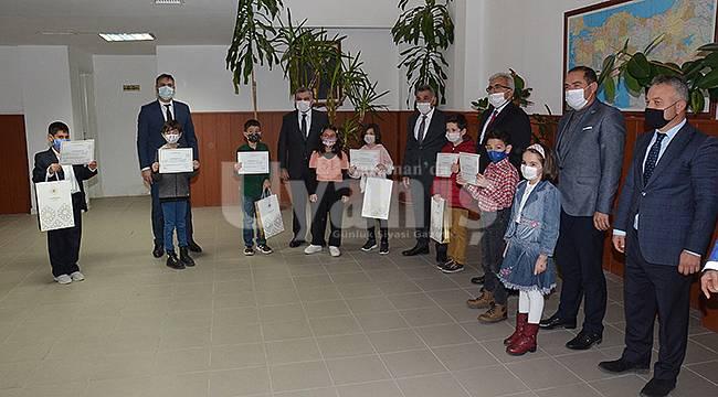 Karaman'da öğrencilere başarı belgeleri verildi