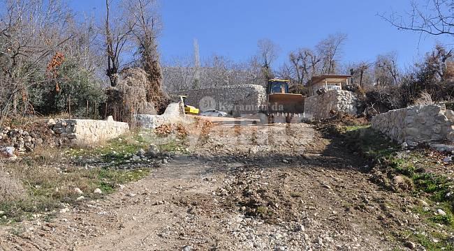 Ermenek'te Bağ Yollarında İyileştirme Çalışmaları Yapılıyor